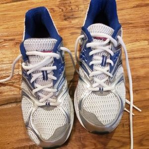 New Balance sneakers 9.5